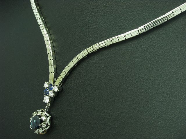 18kt 750 Weißgold Collier mit 0,32ct Brillant & 0,16ct Diamant & 1,15ct Saphir